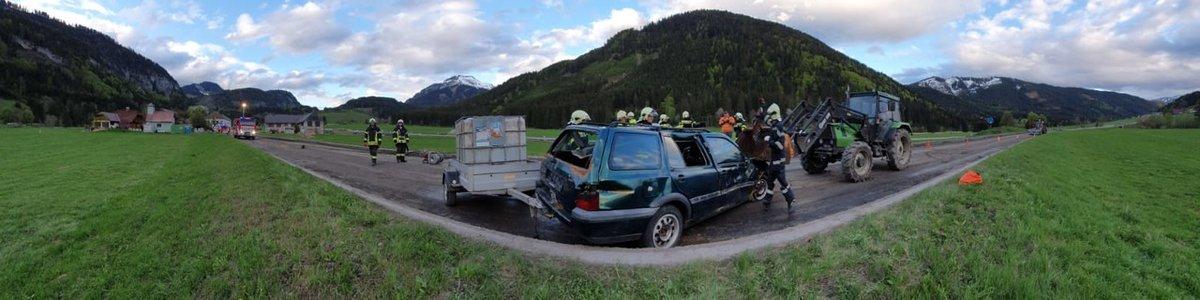 Übung Verkehrsunfall mit eingekl. Person